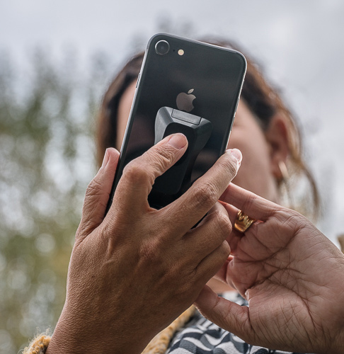 Case adherido a dispositivo móvil